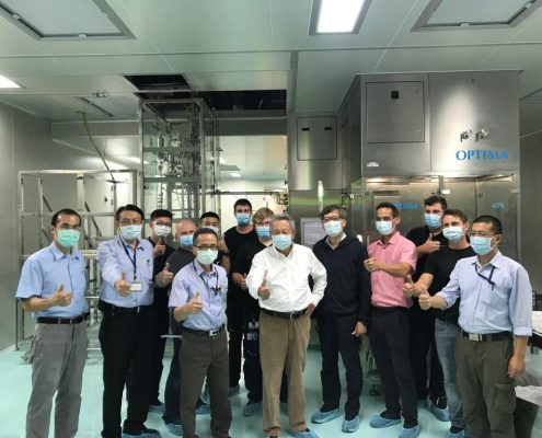 照片正中央者正為前衛生署長、現任國光生技董事長 - 詹啟賢先生